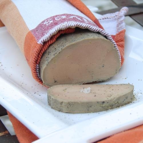 Foie gras au torchon tranché présenté