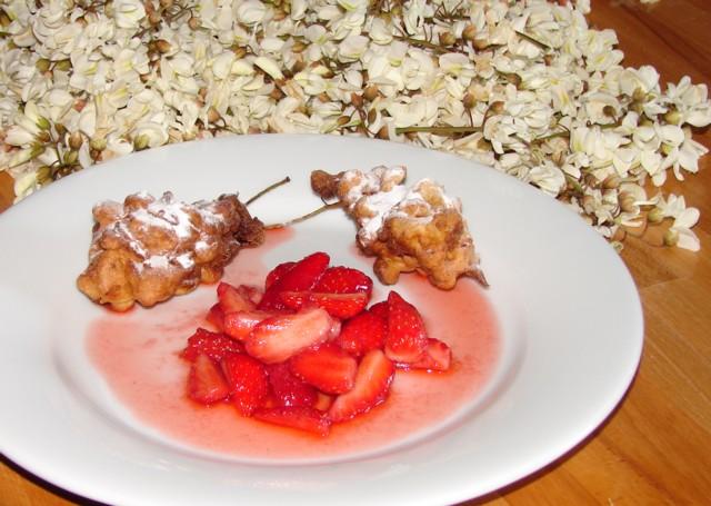 Beignets de fleur d'acacia, fraises au sucre